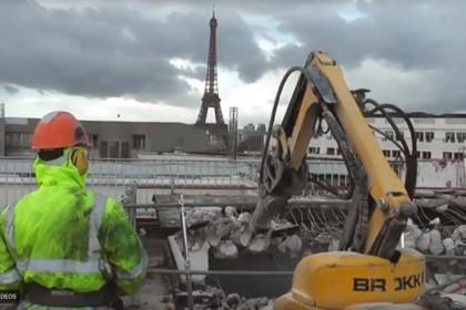 Brokk 100 erfüllt wichtige Aufgabe im Stadtzentrum von Paris!