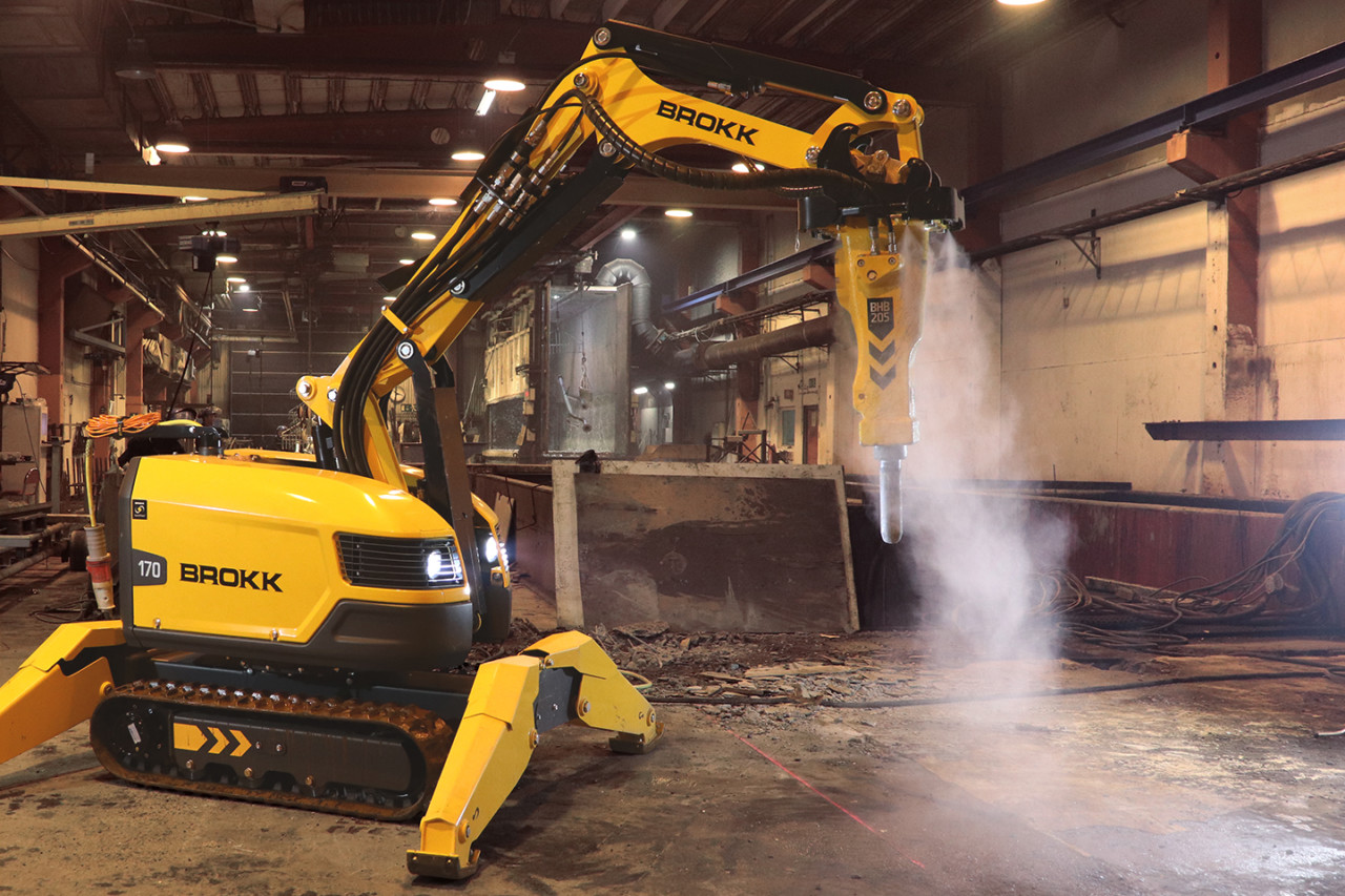 Brokk introduces atomized water mist system