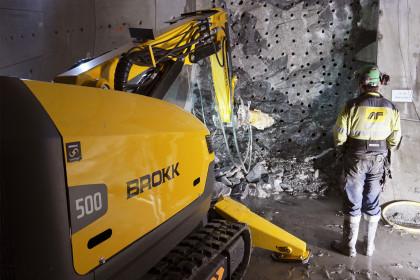 Tunnelling - Brokk 500 with C20 splitter