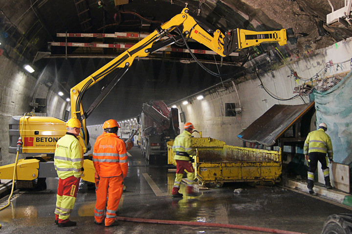Brokk 800 with MB1200 developing safety niches