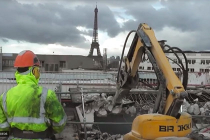 Brokk 100 plays an important role in the center of Paris!